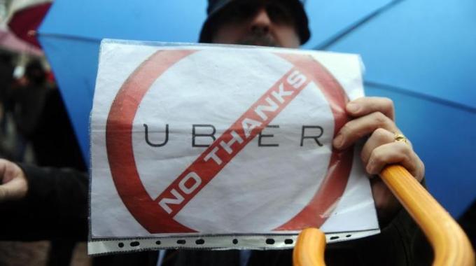 2 Uber Pop: blocco in Italia. E' concorrenza sleale